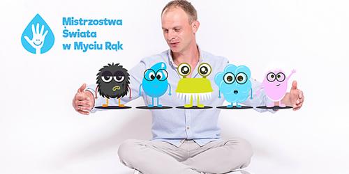 Kazimierz Mazur uczy przedszkolaków mycia rąk