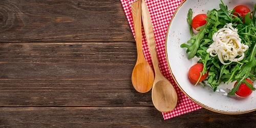Zdrowe sałatki na rodzinne spotkanie